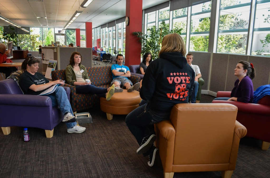 The ASSOU internship program durring it's weekly meeting discussing the importance of voters on campus. (Karoline Curcin/The Siskiyou.)