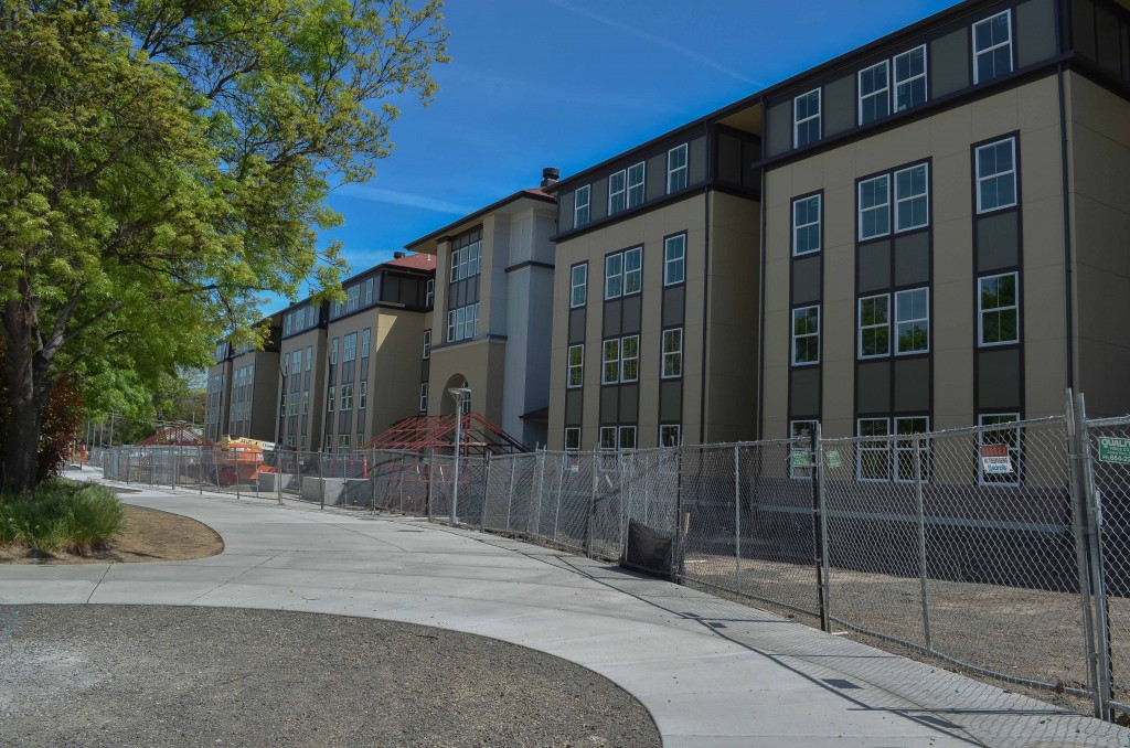 The new dorms right outside the McNeil Pavilion. (Karoline Curcin/The Siskiyou)